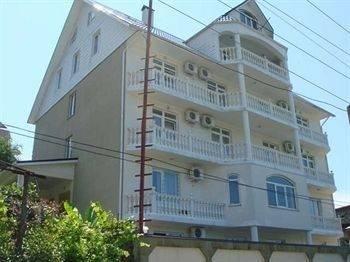 Hotel Lera Guesthouse