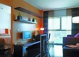 Hotel Hesperia Fira Suites