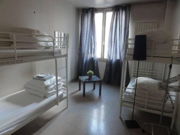 Women Bed - Hostel