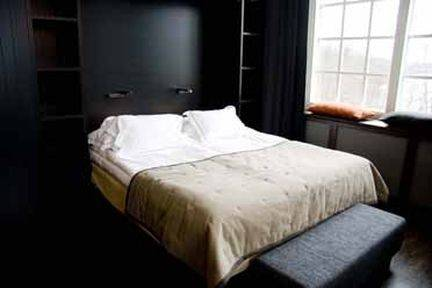 NAAS FABRIKER HOTELL